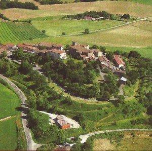 Vue aérienne du bourg de Montastruc.